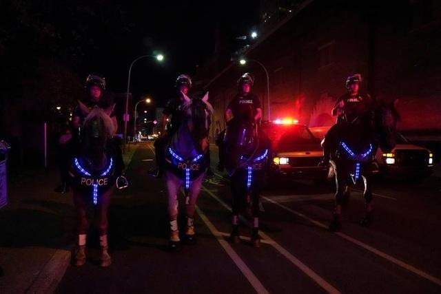 Biểu tình lại bùng phát khắp nước Mỹ, 2 cảnh sát bị bắn - 12