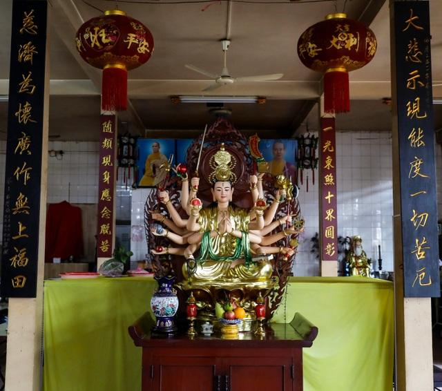 Khám phá ngôi chùa tồn tại nửa thế kỷ trong chung cư giữa Sài Gòn - 12
