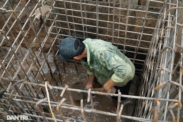 Hà Nội: Hơn 400 mét đường ì ạch thi công gần 3 năm chưa xong - 11