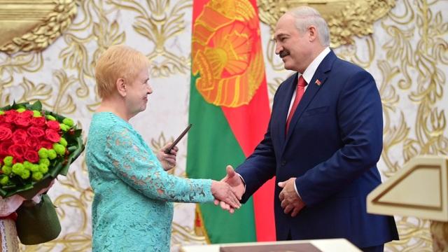 """""""Biển người biểu tình sau khi Tổng thống Belarus bất ngờ nhậm chức lần 6 - 2"""