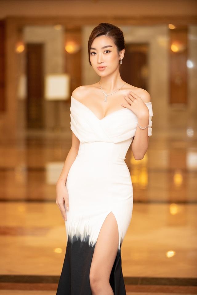 Hoa hậu Trần Tiểu Vykhóc khi chia sẻ về 2 năm đương nhiệm - 11