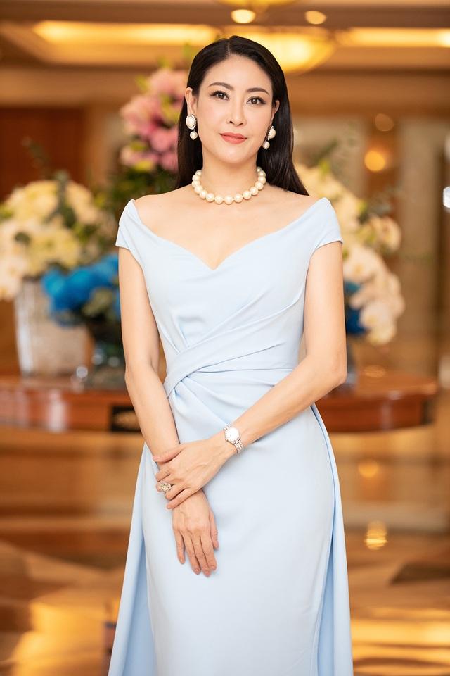 Hoa hậu Trần Tiểu Vykhóc khi chia sẻ về 2 năm đương nhiệm - 10
