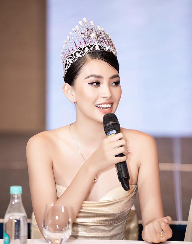 Hoa hậu Trần Tiểu Vykhóc khi chia sẻ về 2 năm đương nhiệm - 4