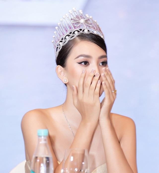 Hoa hậu Trần Tiểu Vykhóc khi chia sẻ về 2 năm đương nhiệm - 7