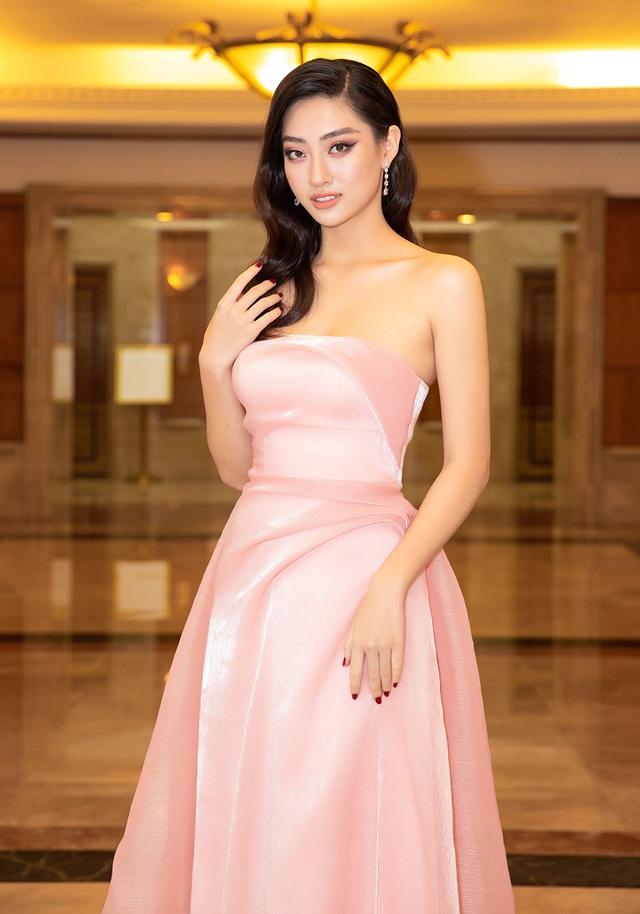 Hoa hậu Trần Tiểu Vykhóc khi chia sẻ về 2 năm đương nhiệm - 12