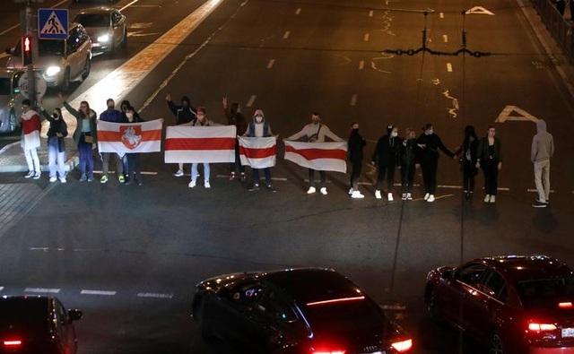 """""""Biển người biểu tình sau khi Tổng thống Belarus bất ngờ nhậm chức lần 6 - 5"""