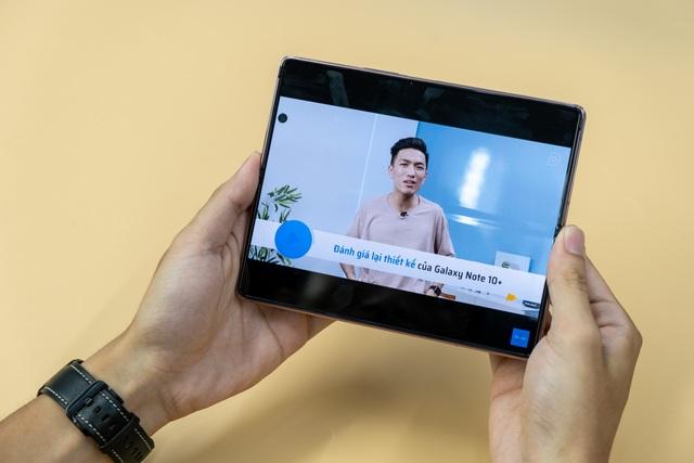 Mở hộp Galaxy Z Fold 2 giá 50 triệu đồng: hoàn thiện vẻ khác biệt - 7