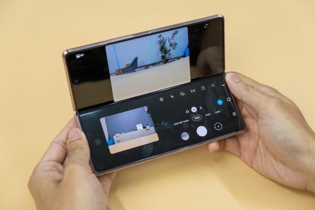 Mở hộp Galaxy Z Fold 2 giá 50 triệu đồng: hoàn thiện vẻ khác biệt - 8