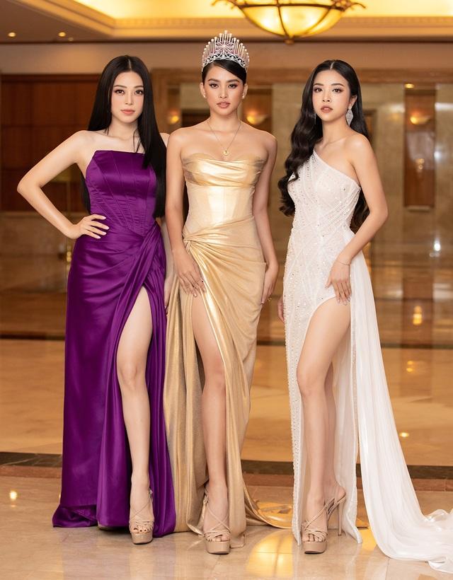 Hoa hậu Trần Tiểu Vykhóc khi chia sẻ về 2 năm đương nhiệm - 8