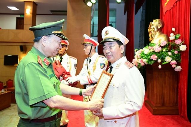 Thứ trưởng Bộ Công an Trần Quốc Tỏ được thăng quân hàm Trung tướng - 1