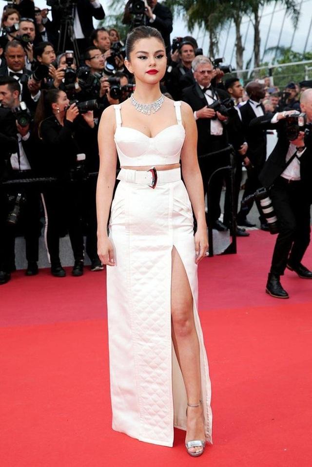 Selena Gomez tự tin khoe vết sẹo khủng sau ca ghép thận - 7