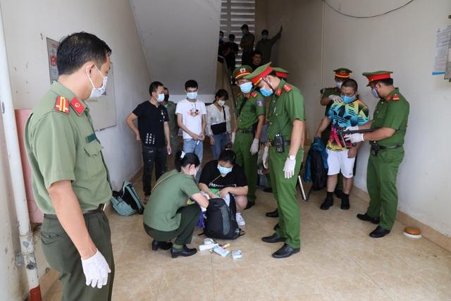 Trục xuất 40 người Trung Quốc nhập cảnh trái phép - 2