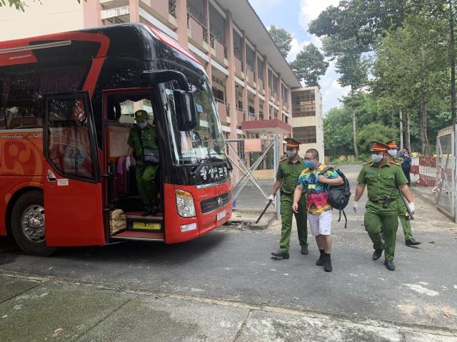 Trục xuất 40 người Trung Quốc nhập cảnh trái phép - 1