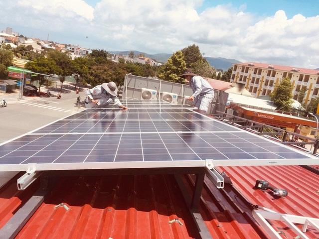 TPHCM: Thanh toán 80 tỷ đồng tiền điện mặt trời cho người dân - 2