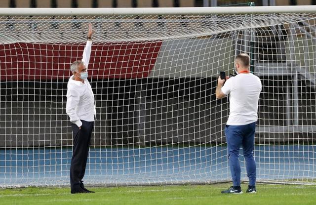 Yêu cầu lạ của HLV Mourinho trong chiến thắng của Tottenham - 1