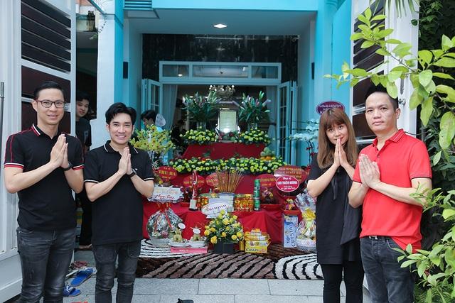 Quang Hà, Nguyễn Hồng Nhung cúng Tổ sân khấu sớm - 5
