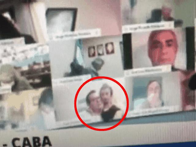 Nghị sĩ Argentina bị đình chỉ vì hôn ngực bạn gái khi họp trực tuyến - 1
