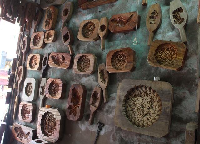 Phong cách bán hàng lạ kỳ của người thợ Hà thành đúc khuôn bánh trung thu - 5