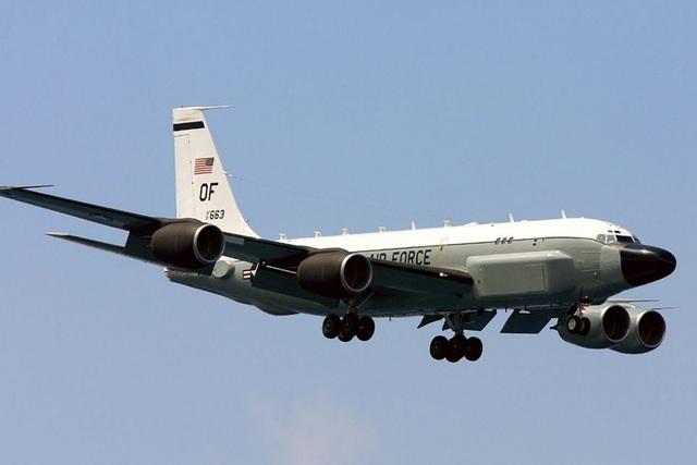 """Trinh sát cơ Mỹ bị nghi """"giả dạng"""" máy bay Philippines ở gần Trung Quốc - 1"""