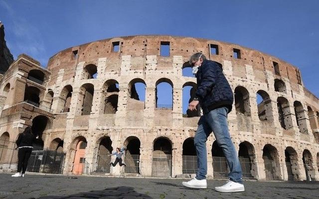 """Nền kinh tế châu Âu có nguy cơ suy thoái kép, chuẩn bị vay nợ """"khủng"""" - 2"""