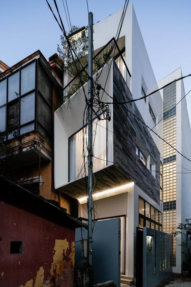 Ngôi nhà ở Sài Gòn xây trên đất méo gây ấn tượng vì thiết kế đẹp không ngờ - 2