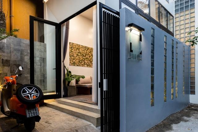 Ngôi nhà ở Sài Gòn xây trên đất méo gây ấn tượng vì thiết kế đẹp không ngờ - 3
