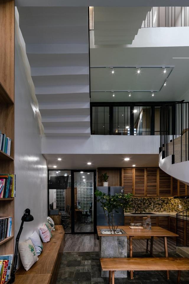 Ngôi nhà ở Sài Gòn xây trên đất méo gây ấn tượng vì thiết kế đẹp không ngờ - 7
