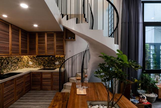 Ngôi nhà ở Sài Gòn xây trên đất méo gây ấn tượng vì thiết kế đẹp không ngờ - 9