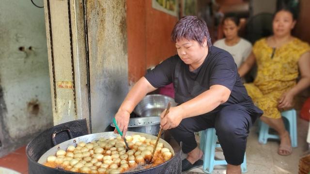 Tiệm bánh rán mỗi ngày bán hơn 2.000 chiếc, thu lời hàng triệu đồng - 4