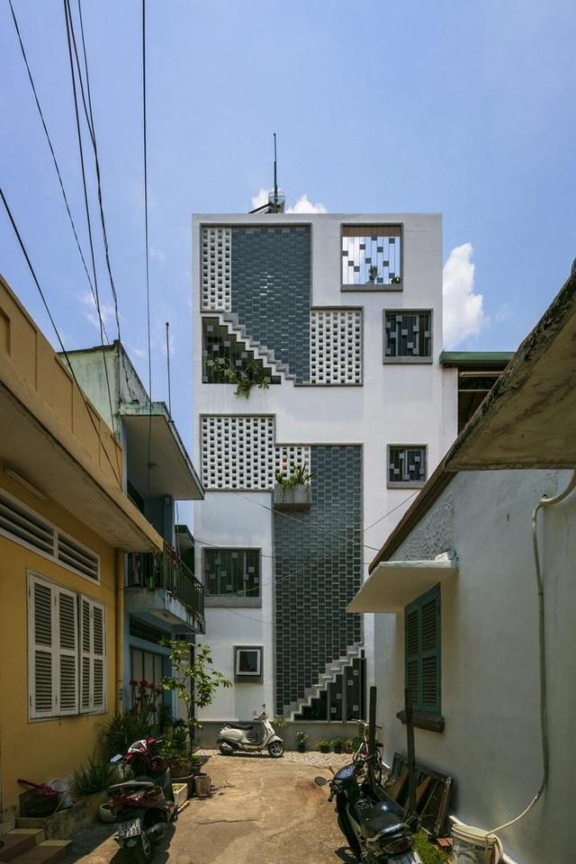 Bố mẹ Việt xây ngôi nhà với thiết kế lạ mắt tặng hai người con - 1
