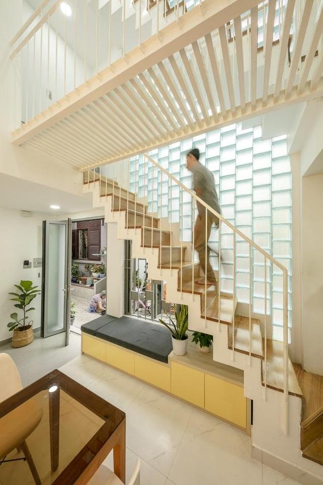 Bố mẹ Việt xây ngôi nhà với thiết kế lạ mắt tặng hai người con - 2