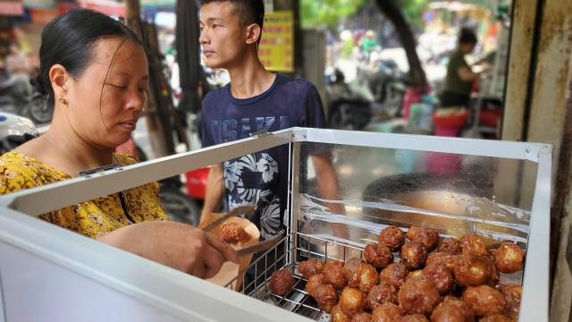 Tiệm bánh rán mỗi ngày bán hơn 2.000 chiếc, thu lời hàng triệu đồng - 5