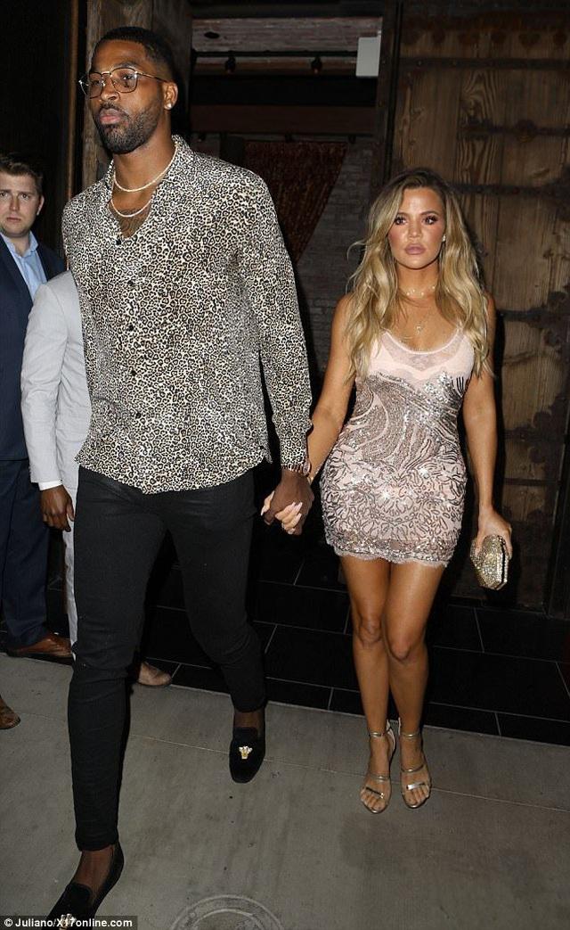 Khloe Kardashian tái xuất bên bạn trai trẻ bội bạc - 8