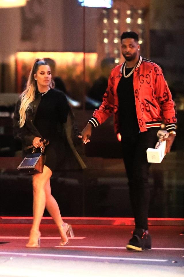 Khloe Kardashian tái xuất bên bạn trai trẻ bội bạc - 7