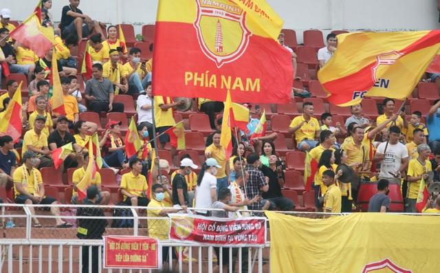 Công Phượng tỏa sáng, CLB TPHCM vươn lên thứ 3 bảng xếp hạng V-League - 5