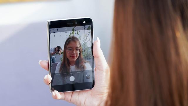 Smartphone hai màn hình của Microsoft về Việt Nam, giá từ 42 triệu đồng - 5