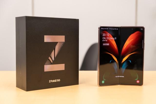 """Có giá chát chúa 50 triệu đồng, Galaxy Z Fold2 vẫn """"cháy hàng"""" tại Việt Nam - 1"""