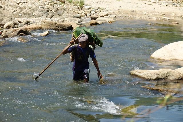 """""""Người rừng"""" Hồ Văn Lang từng 40 năm trong rừng sâu bây giờ sống thế nào? - 2"""