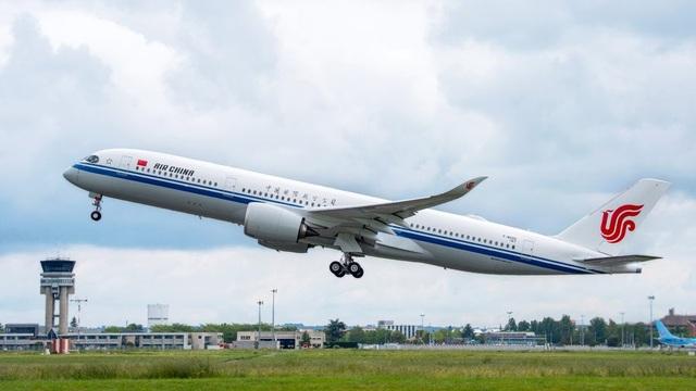 Máy bay hạ cánh khẩn cấp vì có hành khách tử vong trong WC - 1