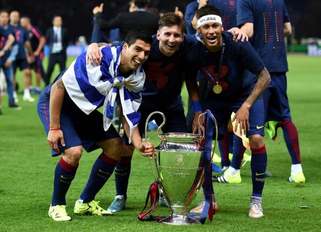Nhiều cựu ngôi sao vào hùa với Messi để chỉ trích Barcelona - 3
