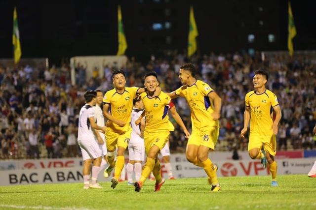 SL Nghệ An giành chiến thắng trong ngày Phan Văn Đức đá hỏng phạt đền - 4