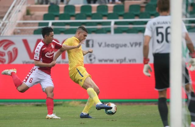 Công Phượng tỏa sáng, CLB TPHCM vươn lên thứ 3 bảng xếp hạng V-League - 7