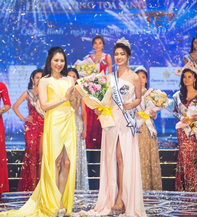 Người đẹp du lịch Quảng Bình bị tước danh hiệu - 1