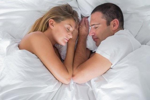 Vợ chồng dù mặn nồng đến mấy cũng không ngủ kiểu này kẻo hại cả hai - 2
