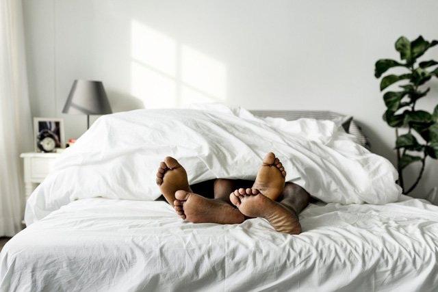 Vợ chồng dù mặn nồng đến mấy cũng không ngủ kiểu này kẻo hại cả hai - 3