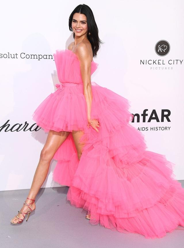 Kendall Jenner mặc đồ già nua và kỳ dị trên phố - 7