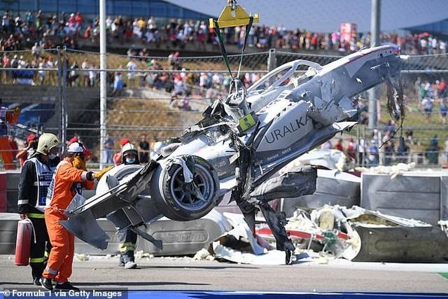 Va chạm kinh hoàng, hai tay đua xe công thức 2 thoát chết thần kỳ - 4