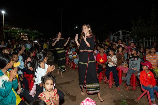 HHen Niê, Khánh Vân... diện trang phục Ê-đê mang Trung Thu về buôn làng - 7
