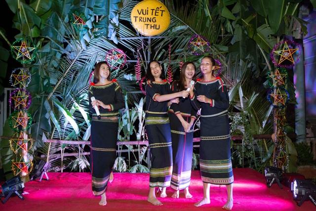 HHen Niê, Khánh Vân... diện trang phục Ê-đê mang Trung Thu về buôn làng - 10