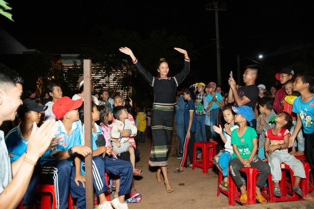 HHen Niê, Khánh Vân... diện trang phục Ê-đê mang Trung Thu về buôn làng - 5